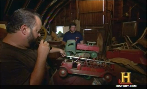 american pickers - Frank and vintage toy trucks