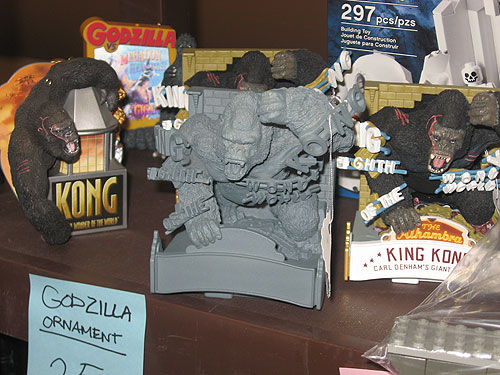 steel city con 2011 - King Kong ornaments