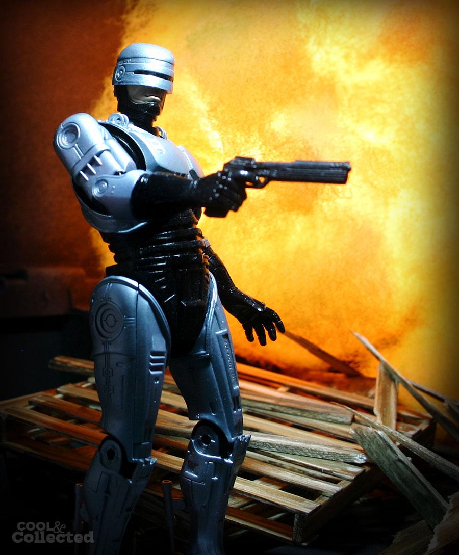 neca-robocop-action-figure-2