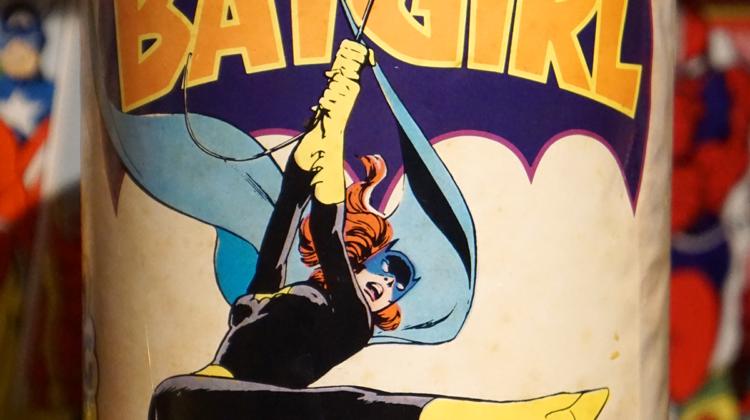 batgirl jigsaw puzzle can 1974